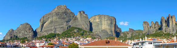 Panoramic view of The Meteora rocks. And roofs of Kalambaka town in Greece - Landscape Royalty Free Stock Photos