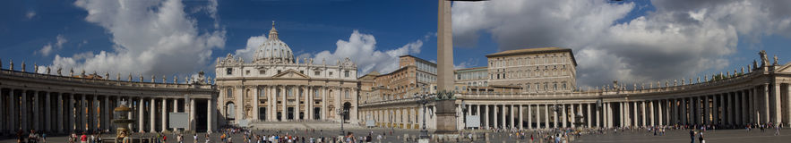 Panoramic view of St. Peter's basilica square Royalty Free Stock Photos