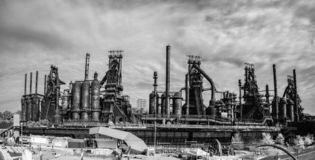Panoramic view of the steel factory still standing in Bethlehem. BETHLETEM, PA, UNITED STATES – OCTOBER 14, 2018: Panoramic view of the steel factory stock images