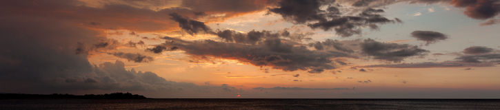 Panoramic view of sunset in the ocean Royalty Free Stock Photos