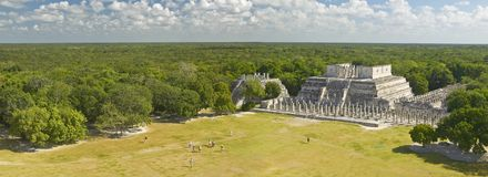 A panoramic view of the Temple of the Warriors out of jungle at Chichen-Itza. A Mayan ruin, in the Yucatan Peninsula, Mexico stock photo