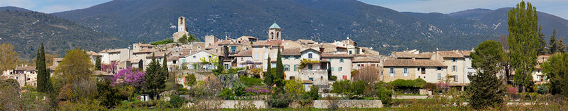 Panoramic view of the town of Lourmarin - Luberon - France Royalty Free Stock Photos