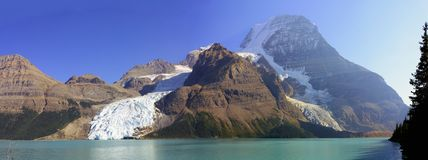 Mount Robson and Berg Lake, Mount Robson Provincial Park, British Columbia. Panoramic views of Berg and Mist Glaciers descending from the peak of Mount Robson Stock Photography