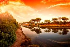 Panoramica al tramonto di un allungamento dello stagno di Petrosu, Orosei sardinia immagini stock