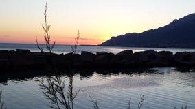 Panoramica al tramonto. Paesaggio di mare durante il tramonto Royalty Free Stock Photography