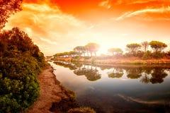 Panoramica all'alba di un allungamento dello stagno di Petrosu, Orosei sardinia fotografie stock libere da diritti