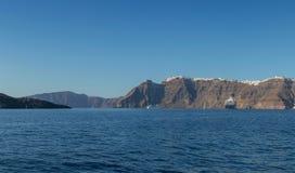 Panoramica av firaen, santorinisikt av havet med kryssningar Arkivbild