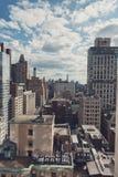 Panoramica degli edifici di New York su Sunny Day Fotografia Stock Libera da Diritti