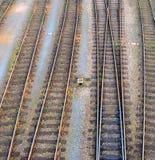 Panoramica dei binari ferroviari Fotografia Stock