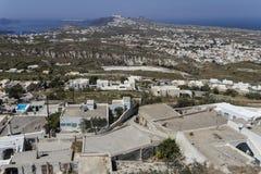 Panoramica del paesaggio di Santorini dalla collina Fotografia Stock