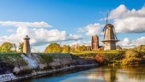 Panoramica panoramica della città fortificata olandese di Woudrichem dentro fotografia stock