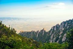 Panoramica delle montagne di Montserrat a Barcellona Tramonto La Catalogna, Spagna Immagini Stock
