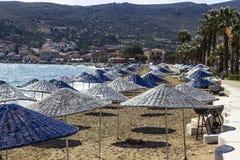 Panoramica delle ombreggiature multiple del sole sulla linea costiera ad estate Fotografia Stock Libera da Diritti