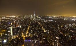 Panoramica di Manhattan alla notte dall'Empire State Building Fotografia Stock