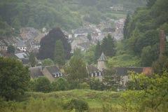 Panoramica di piccolo villaggio in un alpeggio nel Belgio Fotografia Stock