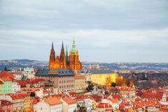 Panoramica di Praga con la st Vitus Cathedral Immagine Stock