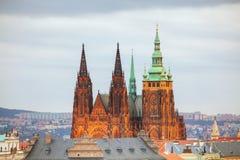 Panoramica di Praga con la st Vitus Cathedral Fotografie Stock