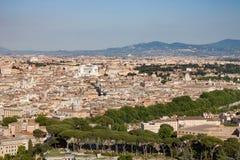 Panoramica di Roma da sopra la mostra dei punti di riferimento Fotografie Stock