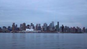Panoramica di sera di Vancouver Canad stock footage