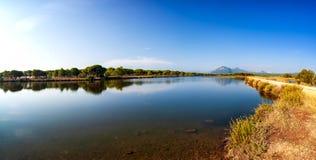 Panoramica di un allungamento dello stagno di Petrosu, Orosei sardinia fotografie stock libere da diritti