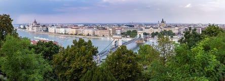 Panoramica panoramica di Budapest dal ponte a catena a Margaret Bridge Immagini Stock Libere da Diritti