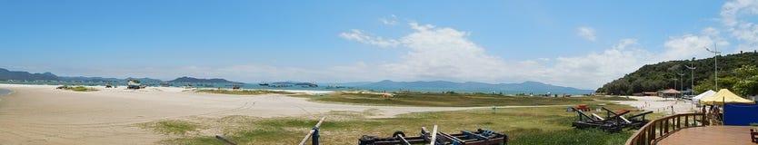Panoramica van het strand stock fotografie