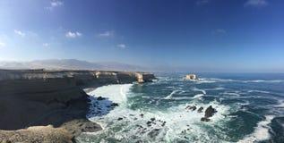 Panoramico della costa vicino alla città Cile di Antofagasta immagine stock libera da diritti