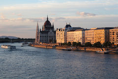 Panoramico di Budapest con la costruzione del Parlamento Fotografia Stock Libera da Diritti