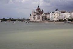Panoramico di Budapest con la costruzione del Parlamento Fotografia Stock