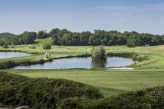 Panoramico di un campo da golf immagine stock libera da diritti