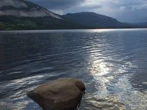 Panoramico di un lago Fotografia Stock