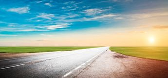 Panoramiczna drogowa wsch?d s?o?ca lata podr?? zdjęcie royalty free