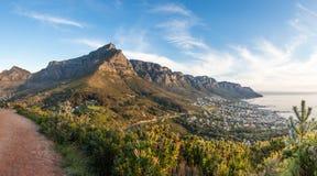 Panoramiczna fotografia Stołowa góra i Dwanaście apostołów przy dus Zdjęcia Stock