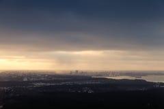 Panoramiczna linia horyzontu Tallinn miasto przy chmurnym zima dniem Fotografia Stock