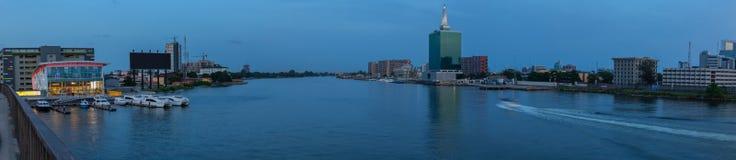 Panoramiczna nocy scena Pięć Cowries zatoczka Lagos Nigeria fotografia royalty free