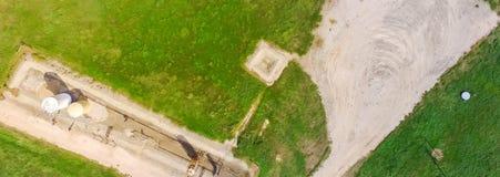 Panoramiczna przemysłowa tła działania pompy dźwigarka pompuje ropę naftową zdjęcia royalty free