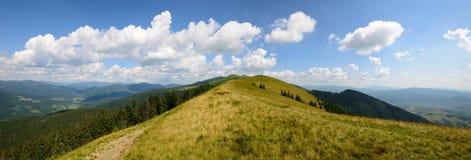 Panoramicznego dnia trawiaste góry Fotografia Royalty Free