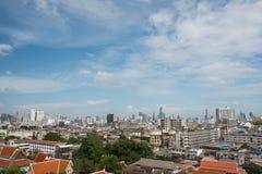 Panoramicznego widok z lotu ptaka miasta duży niebieskie niebo i miasteczko Obrazy Stock