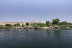 Panoramicznego widoku agi Khan nilei mauzoleumu bank od wody Zdjęcia Stock