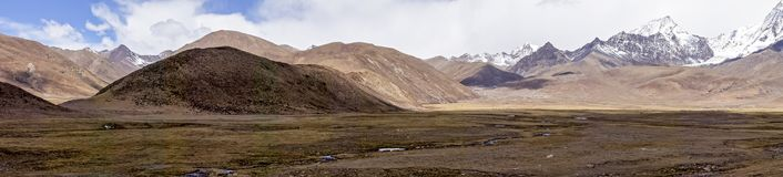 Panoramicznego widoku góry typowy krajobraz - Tybet Obraz Royalty Free