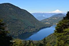 Panoramicznego widoku Huerquehue park narodowy w Chile obrazy royalty free