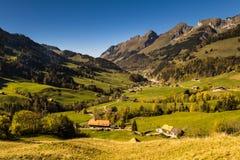 Panoramicznego widoku Jaun przepustka w Simmental, Alps, Szwajcaria obrazy royalty free