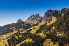 Panoramicznego widoku Jaun przepustka w Simmental, Alps, Szwajcaria obraz royalty free