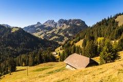 Panoramicznego widoku Jaun przepustka w Simmental, Alps, Szwajcaria zdjęcia royalty free