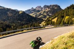 Panoramicznego widoku Jaun przepustka w Simmental, Alps, Szwajcaria fotografia royalty free