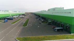 Panoramicznego widoku Wielki magazyn z Ładowniczymi rampami zdjęcie wideo