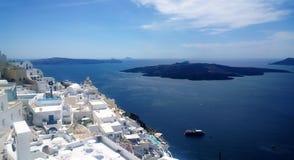 Panoramiczni widoki wybrzeże Fira w Santorini wyspie na gorącym letnim dniu fotografia royalty free