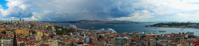 Panoramiczni widoki Złoty róg od Galata górują zdjęcia stock