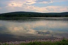 Panoramiczni widoki zmierzch na rzece w tajdze, Syberia Obraz Stock