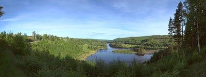 Panoramiczny światopogląd na rzecznym Naemforsen w Naesaaker w Szwecja zdjęcia stock